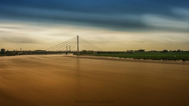 Langzeitbelichtung des Rhein